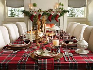 simple-christmas-dining-table-decoration